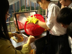 Students in Hong Kong show that food waste is not rubbish